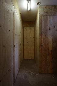 [地下1階+4階]:レンタル倉庫