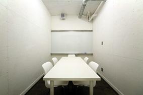 [3階] : 共用会議室 8人用