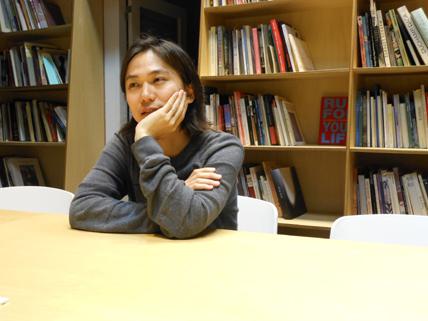西麻布メンバー・矢野宏さんのインタビュー時写真