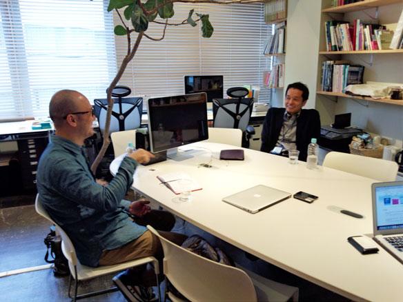 写真:松岡氏とco-lab運営企画代表・田中
